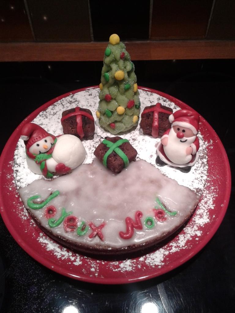 Le gâteau au chocolat de Noël sur le thème paysage enneigé!