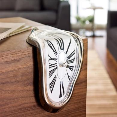horloge-fondue-facon-dali-les-montres-molles