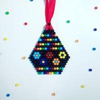 Fabriquer un pendentif pour la fête des mères avec Aquabeads